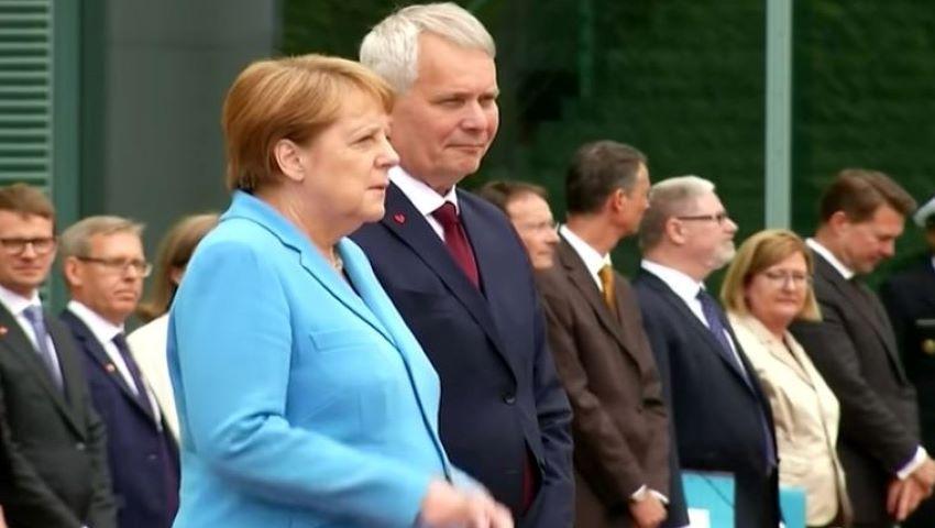 Foto: Angela Merkel s-a cutremurat din nou, pentru a treia oară în ultima lună. Video
