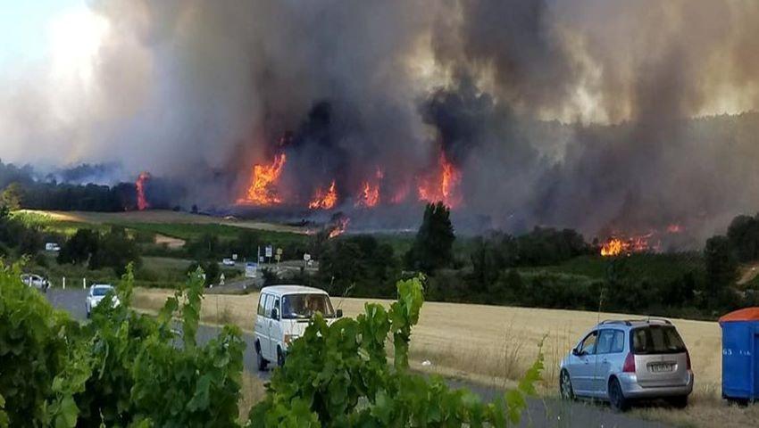 Foto: Incendii puternice în sudul Franței. Mii de turiști au fost evacuați din campinguri