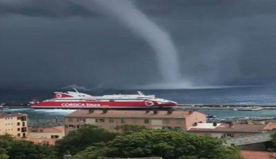 Video. Turiști înfricoșați. O tornadă s-a format în Marea Mediterană, aproape de țărm