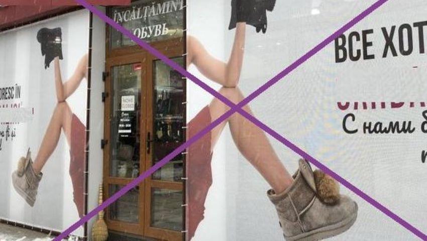 Foto: Un magazin din Chișinău a fost obligat de organele de resort să scoată panoul pe care a expus picioarele unei femei