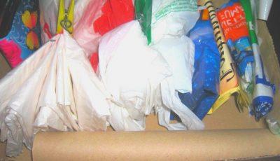 Un proiect de lege care introduce penalităţi pentru utilizarea recipientelor din plastic, a fost înregistrat la Parlament