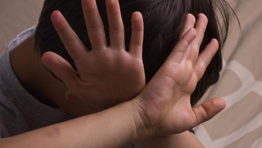 Foto: Un tată înfuriat i-a cauzat comoție gravă unui copil, pe motiv că acesta l-ar fi lovit pe fiul său cu o minge