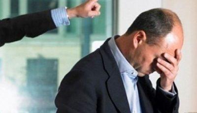 Un primar s-a deghizat în boschetar pentru a-i testa pe angajații săi