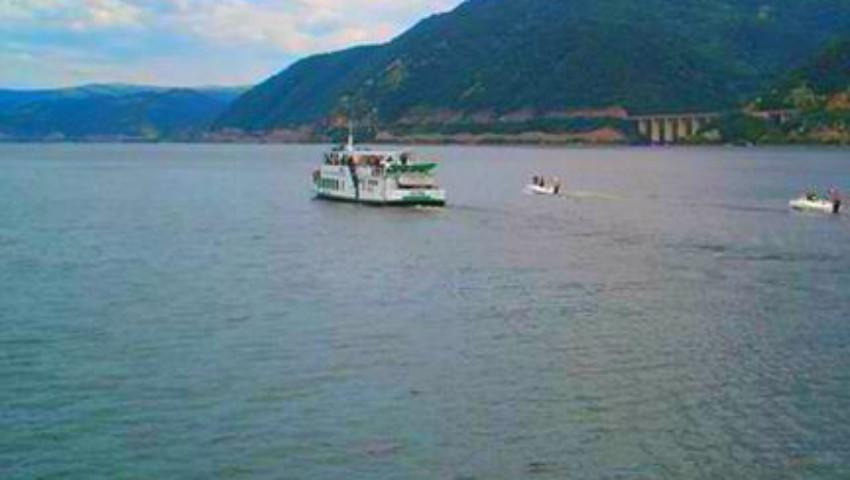 Foto: O navă turistică cu 43 de persoane la bord s-a răsturnat în Marea Neagră. Sunt victime