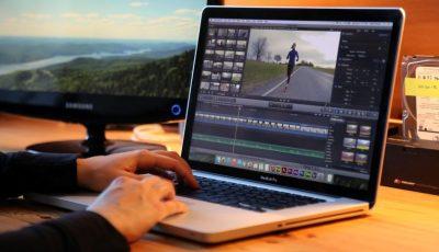 """La tabăra de vară gratuită """"Youth Voices"""", organizată de America House, ai posibilitatea să înveți cum să editezi un video"""