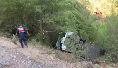 Un autocar plin cu turiști s-a răsturnat într-o râpă adâncă, în apropiere de staţiunea Kemer din Antalya. 22 de persoane au ajuns la spital