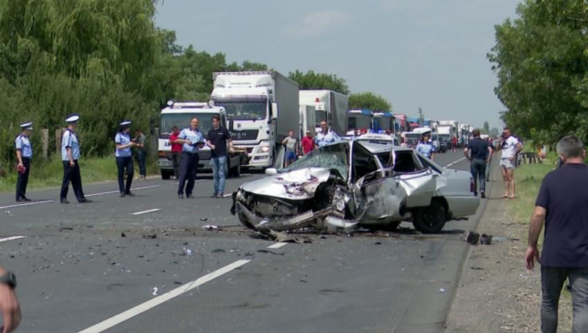 Foto: Un moldovean a provocat un grav accident în România