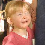 """Foto: Ce-i spui copilului tău când plânge? În niciun caz replica ,,Nu mai plânge"""", ne sfătuiesc specialiștii"""