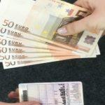 Foto: O femeie din capitală s-a prezentat drept angajată a MAI şi a estorcat bani de la cetăţeni, pentru permise de conducere