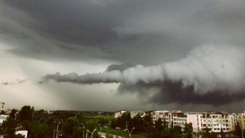 Foto: Alertă! Cod galben de ploi cu descărcări electrice, grindină și vijelie