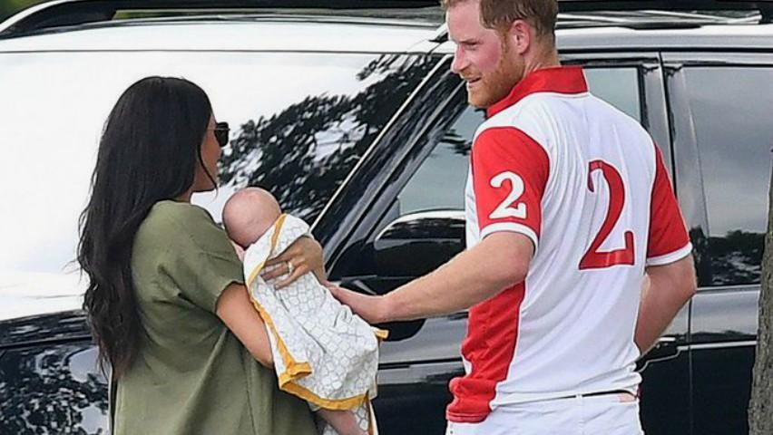 Foto: Meghan Markle și-a făcut apariția cu bebelușul în brațe, la un meci de polo. Imagini adorabile!