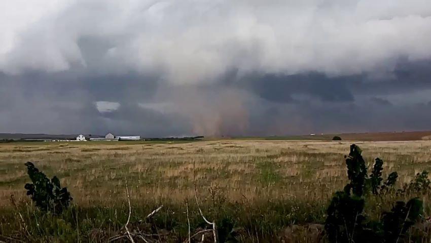Foto: Cod galben de ploi puternice cu grindină. Vezi localitățile care sunt vizate!