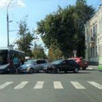 Foto: Încă un troleibuz, implicat în accident în Capitală
