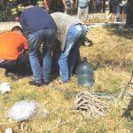 Foto: Doi bărbați din comuna Ciorescu au fost scoși de salvatori, dintr-o groapă adâncă de opt metri