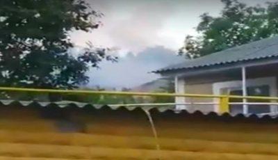 O casă din Strășeni a luat foc, după ce a fost lovită de fulger