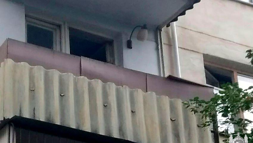 Foto: O minoră a ajuns la reanimare, după ce a încercat să iasă din locuință pe la balcon
