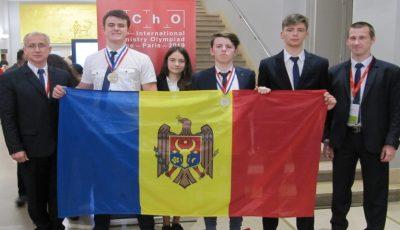 Două medalii de bronz și o mențiune de onoare pentru elevii moldoveni, la Olimpiada Internațională de Chimie desfășurată în Franța