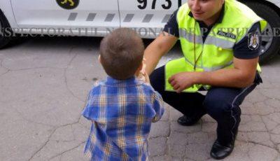 Un copil de 2 ani, din Capitală, a dispărut de la locul de joacă. Cinci echipaje de poliție l-au căutat