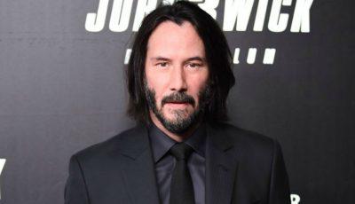 Keanu Reeves nu mai arată aşa. Şi-a dat jos barba şi e de nerecunoscut!