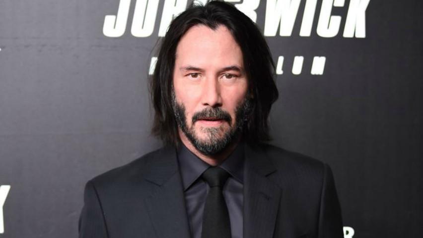Foto: Keanu Reeves nu mai arată aşa. Şi-a dat jos barba şi e de nerecunoscut!