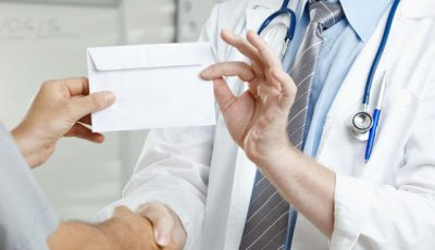 Un medic de familie, prins cum elibera certificate medicale contra cost