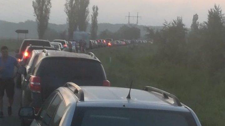 Foto: Se circulă greu la la punctul de trecere de la Palanca