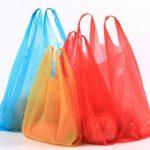 Foto: Proiectul de lege care introduce sancționarea pentru folosirea pungilor de plastic, avizat pozitiv de Guvern
