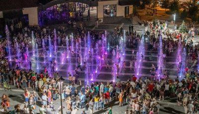 Cum funcționează havuzul multicolor și muzical din parcul Valea Trandafirilor?