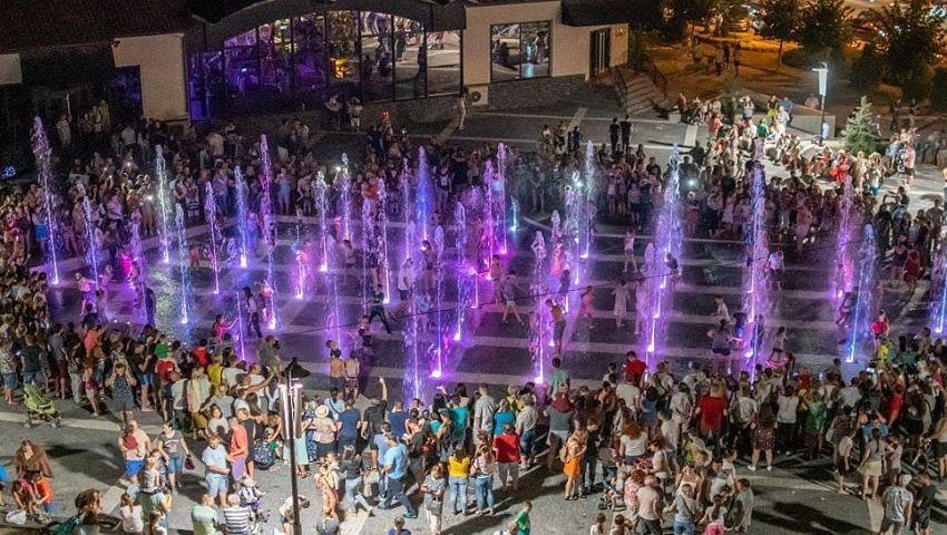 Foto: Cum funcționează havuzul multicolor și muzical din parcul Valea Trandafirilor?
