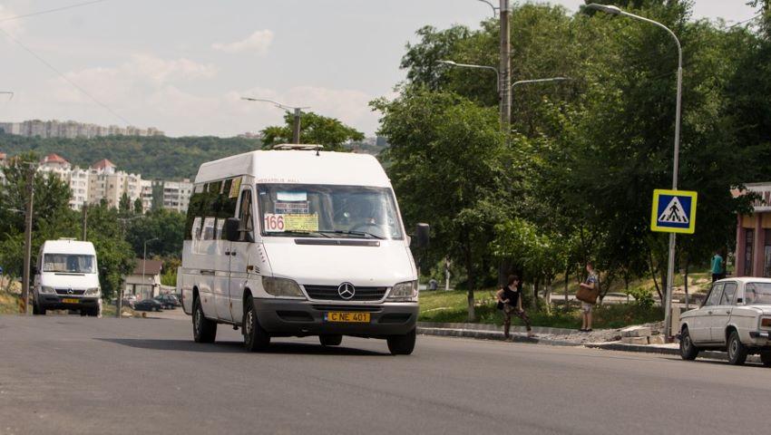 Foto: Companiile de transport private cer majorarea tarifelor la călătoria cu microbuzul