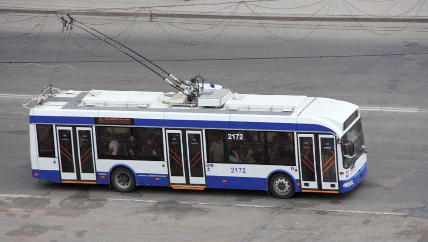 Foto: Video. Un șofer de troleibuz din capitală, acuzat pentru că nu a deschis ușa din față pe toată durata călătoriei