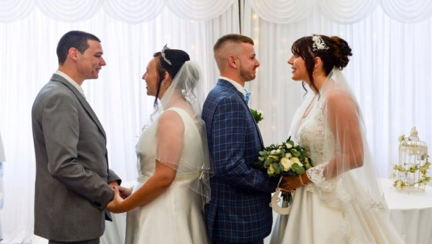Foto: Un frate și o soră s-au căsătorit în aceeași zi. Foto