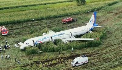 Încă un avion din Rusia, cu 160 de pasageri la bord, a efectuat o aterizare de urgență pe un câmp