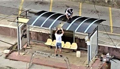 Din proprie inițiativă, doi tineri au reparat și au vopsit o stație din capitală
