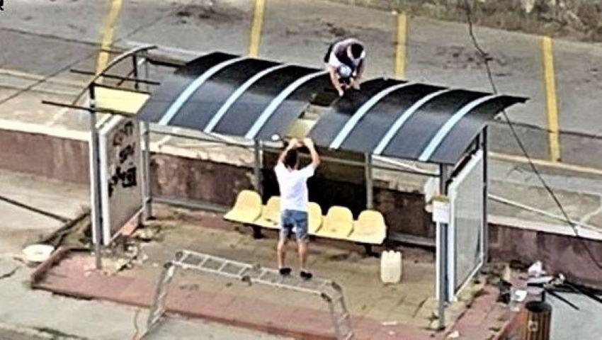 Foto: Din proprie inițiativă, doi tineri au reparat și au vopsit o stație din capitală