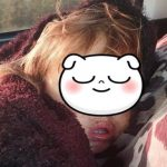 Foto: O fetiță de 2 ani, găsită dormind într-o livadă, după ce a fost căutată toată noaptea