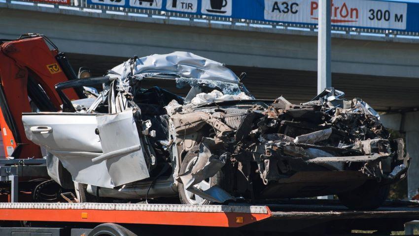 Foto: O mașină cu cetățeni moldoveni, distrusă complet în apropiere de Kiev. Șoferul s-a stins pe loc