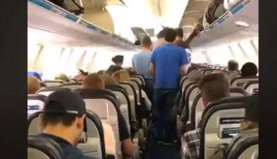 Cum coboară canadienii din avion? Trebuie să vezi acest video!