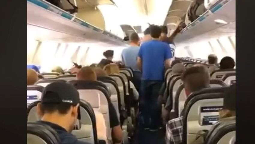 Foto: Cum coboară canadienii din avion? Trebuie să vezi acest video!