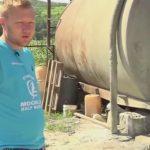 Foto: Povestea lui Vasile, tânărul fără brațe din Chișcăreni care și-a deschis o mică afacere