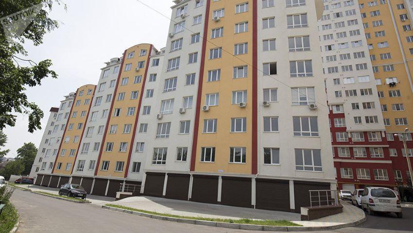 Foto: Un moldovean a fost amendat cu 3.500 de lei, pentru că a instalat camere de supraveghere video în blocul în care locuia