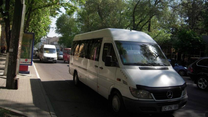 Foto: O femeie a rămas fără acte și bani în microbuzul de pe ruta nr. 171