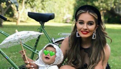Bloggerița Hellen Monroe a arătat în premieră chipul fetiței sale. Cu cine seamănă Celine?