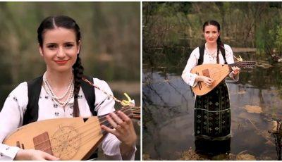 """,,Într-o zi așa de vară"""" – o nouă piesă din folclor lansată de ,,Fata cu cobza""""! Vezi videoclipul"""