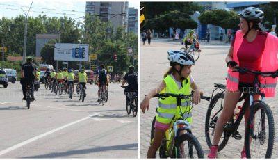 La Bălți, copiii au mers cu bicicletele însoțiți de polițiștii de patrulare