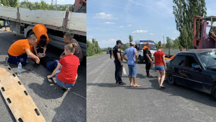 Foto: Accident violent lângă Anenii Noi. O șoferiță s-a izbit într-un camion
