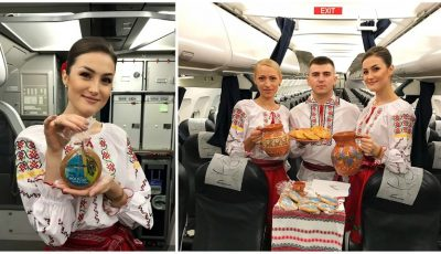 Stewardese în costume naționale, plăcinte și vin pentru călători. Ziua Independenței, sărbătorită la înălțime!