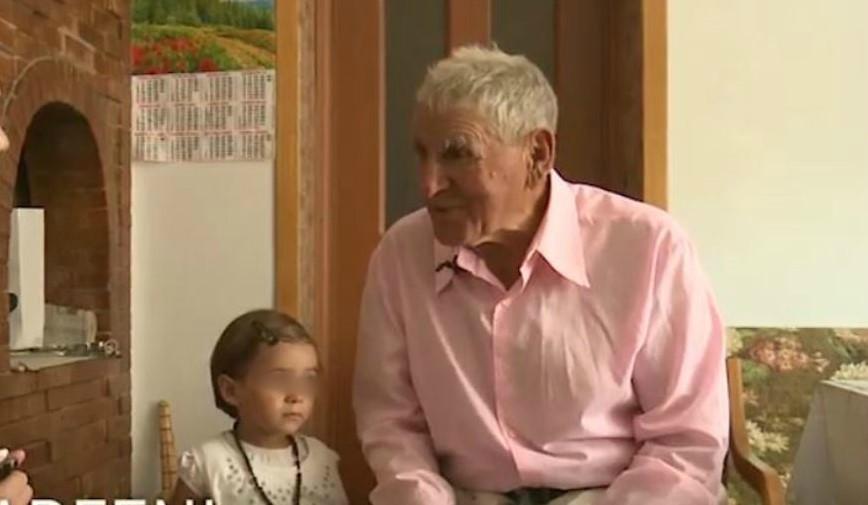 Foto: Moldoveanul de 82 de ani, care își crește singur fiica de 3 ani, ar putea rămâne fără copil. Ce au decis autoritățile?