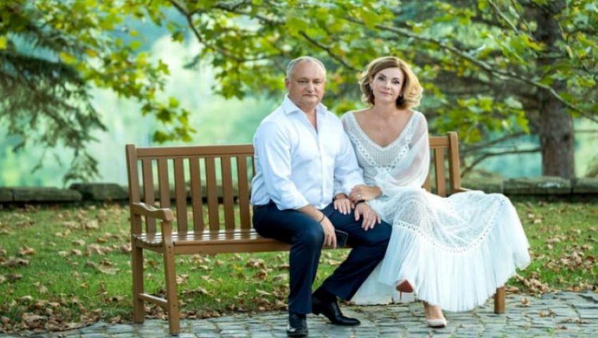 Foto: Igor Dodon și soția sa împlinesc 20 de ani de căsnicie. Cum arătau în ziua nunții?