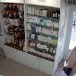 Foto: A furat un portmoneu dintr-o farmacie. Femeia din imagini este căutată de poliție